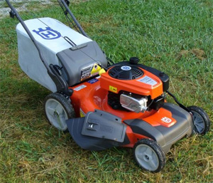 Self Propelled Mower Comparison: Husqvarna HU800AWD vs Honda GCV190
